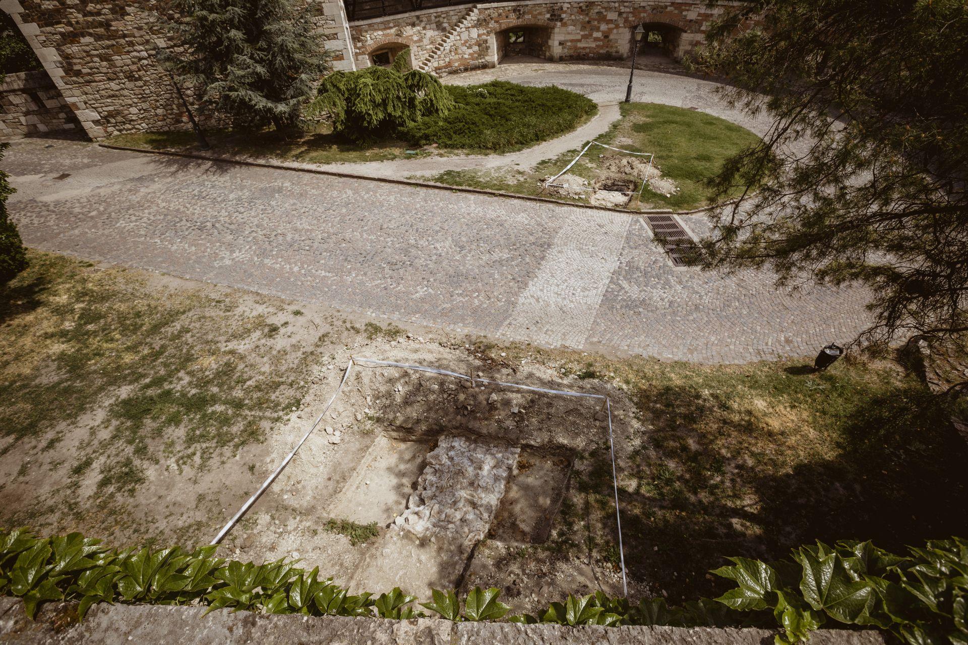 A Déli Rondellánál a Palotában járőröző huszárok és lovaik pihenője kap majd helyet