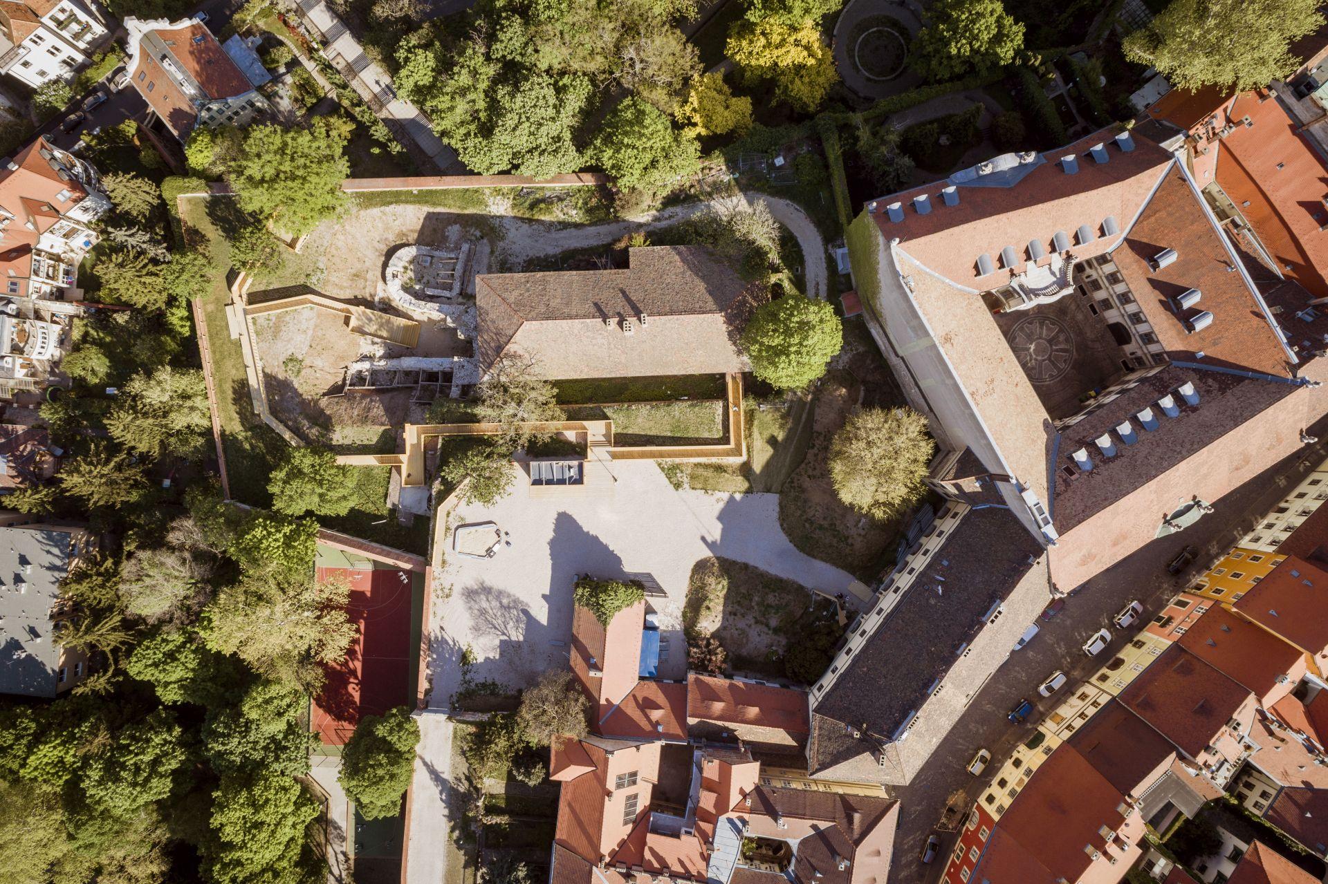 Drónfelvétel a Táncsics Mihály utca 9. régészeti helyszínéről